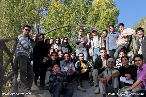 عکس دسته جمعی در بازدید از روستای کندوان