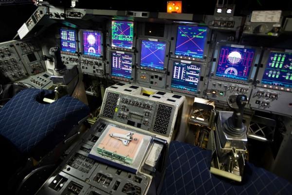 Shuttle-cockpitlowres